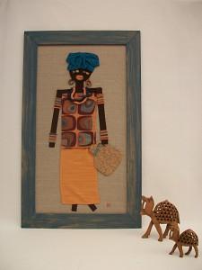 Africana con sombrero azul