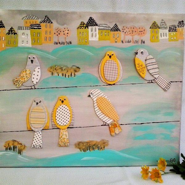 Cuadro ilustrado y con telas  begotelas. En tonos amarillos, grises, azul turquese, con motivos de pajaritos en tela.